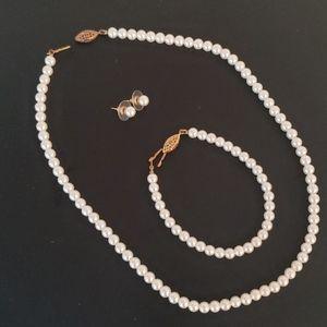 Faux white pearl set